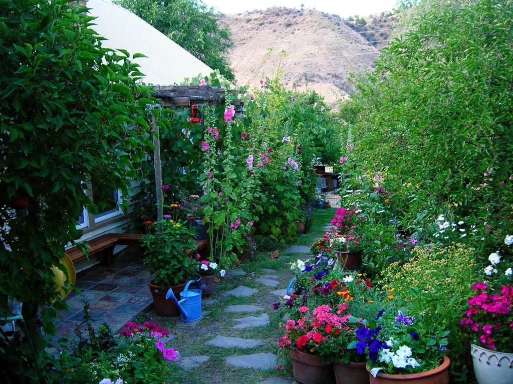 Painted Hills Vacation - Beautiful Oasis in High Desert of ...