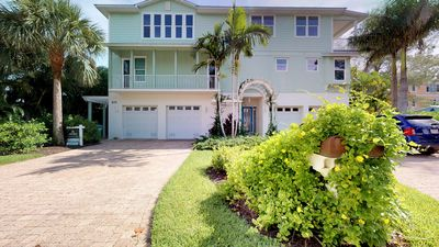 Photo for Spacious home with private pool and elevator, near the sea & trolley stops!