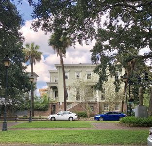Walker's Paradise! Historic District! 3 Blocks to the Riverfront
