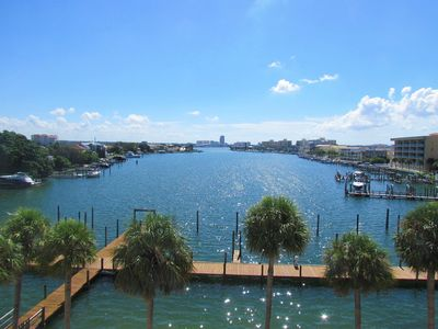 1 Block to Clearwater Beach! Waterfront and 2 BR-Family Fun, Nightlife, More!