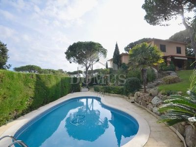 Photo for 4 bedroom Villa, sleeps 8 in Esclanyà with Pool