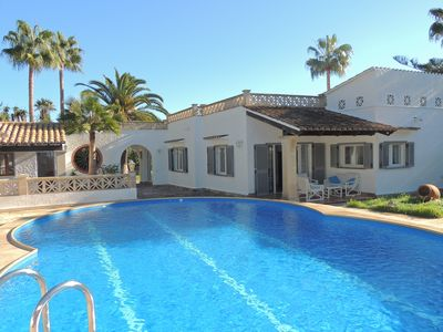 Photo for Charming villa with private pool and air conditioning, near the beach