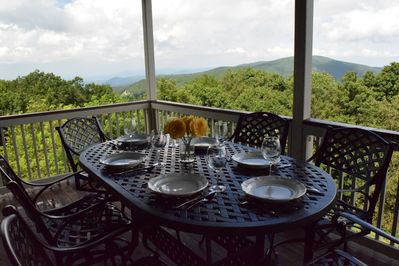 Enjoy al fresco dining with this 6-person bar-height set overlooking the mtns.