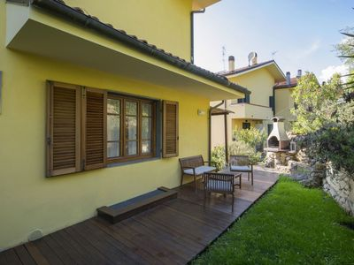 Photo for Nice apartment with private pool, WIFI, TV, pets allowed and parking, close to Viareggio