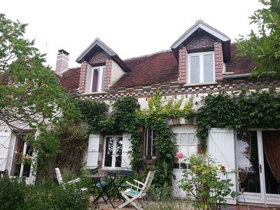 Photo for Charming farmhouse in Burgundy