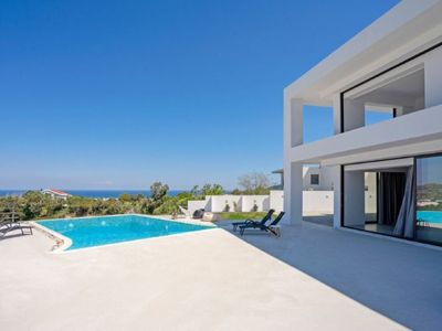 Photo for One bedroom Villa, sleeps 6 with Pool, Air Con, FREE WiFi and Walk to Shops