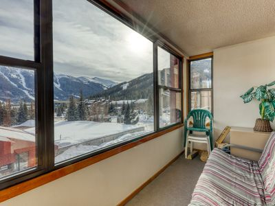Suite w/ shared hot tub, private sunroom, walk to skiing, dining and more