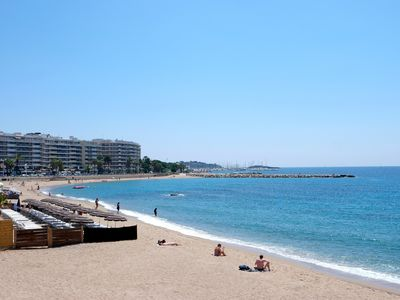 Photo for 2 bedroom apartment 70m2 facing the sea, in the center of St Raphael