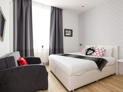 Photo for 4 rooms (2bdr +2), 2bth, air-con, 85sqm, centrally located