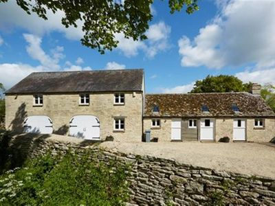 Photo for THE COACH HOUSE, SWINBROOK, pet friendly in Burford, Ref 988724