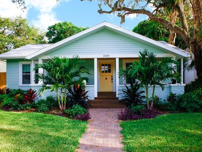 Photo for Charming vintage bungalow mins from golf, IMG Academy and gorgeous beaches!