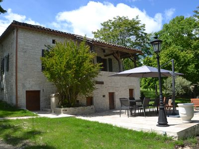 Photo for Pretty quercynoise house 5 minutes from Montcuq, large pool, large garden.