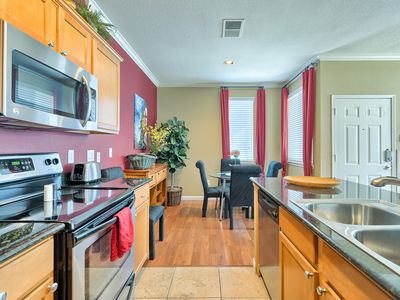 Gorgeous & spacious 1-Bedroom condo located in the Plaza Residences!!