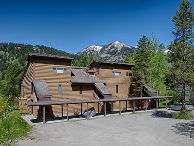 Photo for 2 bedrooms, 2 bathrooms + Loft, sleeps 8 - 4 miles from Jackson Hole Ski Resort