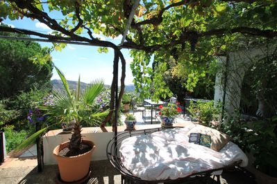 Peace and tranquillity with views of extensive valley and sea. Finca Marico