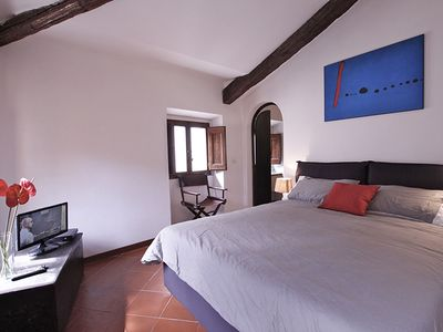 Photo for Romantic, in the heart of the ancient Rome,nice view overlooking city roofs,all comforts, free wi-fi