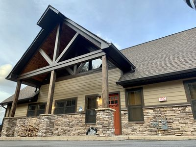 NEW Gorgeous Luxury Lodge, Spectacular Views in the Heart of Gatlinburg
