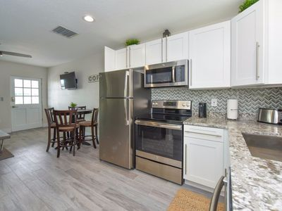 Photo for Stunning 2 Bedroom/ 1 Bath in Siesta Key, Quick Walk to Beach and Pool!!