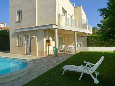 Photo for 4 bedroom Villa, sleeps 8 in L'Ampolla with Pool and WiFi