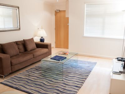 Photo for Charming 1 Bed apartment, close to Kew Gardens