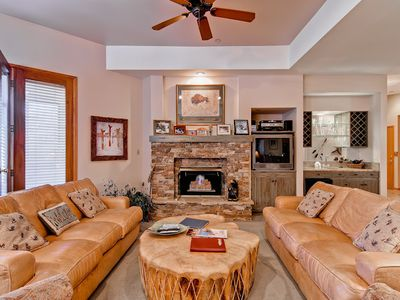 Photo for Beautiful Summer Mountain Condo w/Access to Pool, Hot Tub & Fitness Center