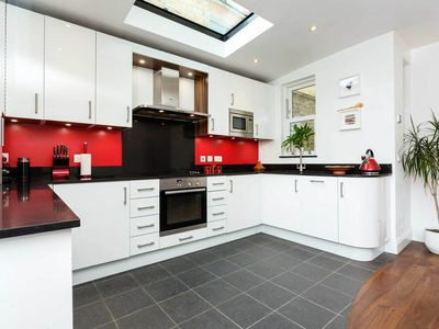 Photo for A bright & vibrant home located a short distance from lively Clapham (veeve)