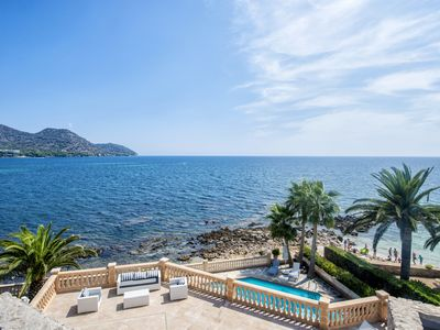 Photo for Beautiful villa on the seafront with direct access to the beach