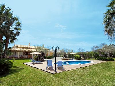 Photo for Bright Villa w/pool & BBQ, minutes walk from Puerto Pollensa