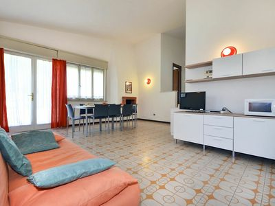 Photo for Cosy apartment for 7 guests with A/C, TV, balcony, pets allowed and parking