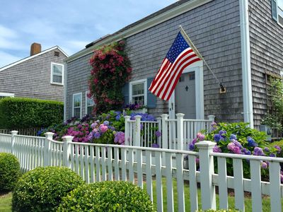 Beautifully Renovated Main Street Cottage- Great Location