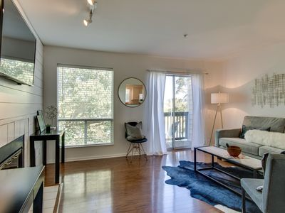 Photo for Great Little Top Floor, Downtown Condo on the River!
