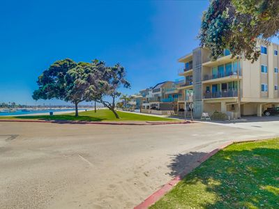 Photo for Close to the Aquatics Center, this bayfront unit brings all the water fun!