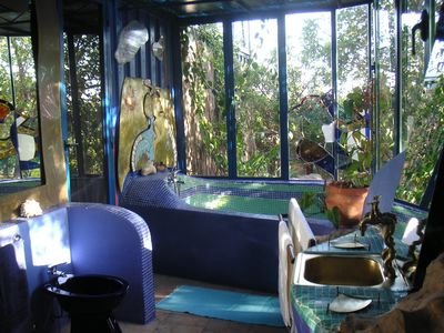 Pavilhao da Arte alive bathroom with art objects in blue tones.