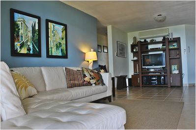 Spacious & Comfortable Living Area w/ beatifull Ocean View while seated w/family