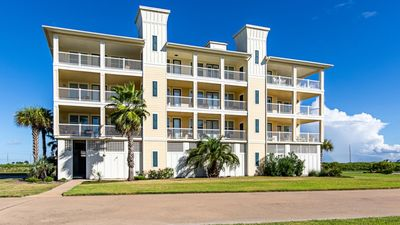 Photo for Beautifully Decorated Ocean view Condo with Beachclub Ammenities