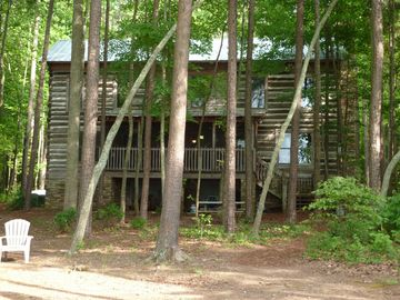 Private Lakefront 4BR Log Cabin on 11 Acres, Huge View