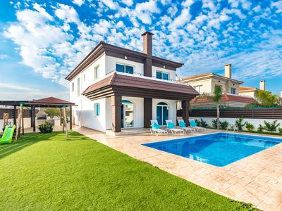 Photo for 4 Bed Spacious Villa with a Pool. Ideal for family with kids,big play ground.