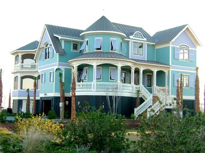 VICTORIAN OCEANFRONT MANSION 5BR/5BA WITH SERENE Pool