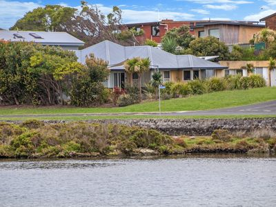 Photo for ROSSLEAGUE HOUSE - Port Fairy, VIC