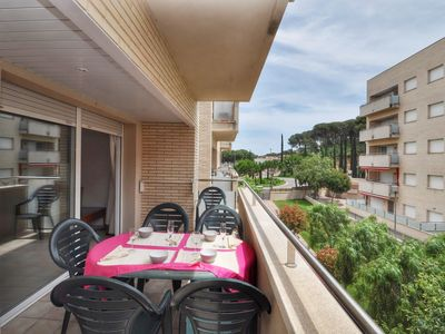 Photo for Apartment for a family, 250 meters from the beach, for 6x, internet, communal pool and sitting area, Lloretholiday