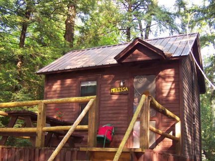 """Number 1 Cochran >> """"Like a treehouse!"""" Adirondack Pet Friendly Cabin Suitable For 2 