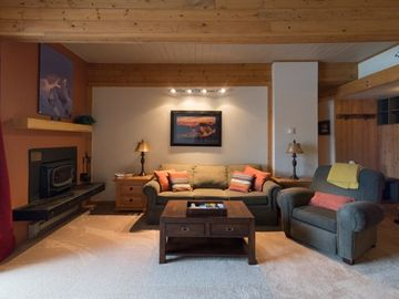 Cozy Slope Side Mountain Getaway with Wood Burning Fireplace!