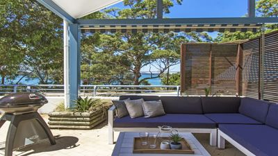 Photo for Luxury Overlooking Pearl Beach