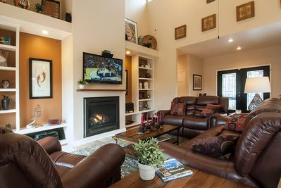Great room with gas fireplace, 60 in Smart TV, Direct TV, Bluray & Roku
