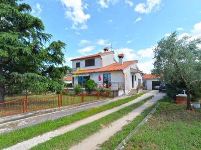 Photo for Apartment 1674/17351 (Istria - Pula), Family holiday, 2000m from the beach