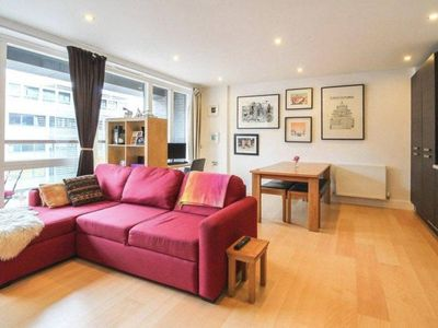Photo for Lovely 2 Bed, 2 Bath apt w/Balcony in Haggerston
