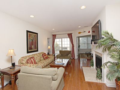 31568 108: Escape to Bayside resort in this 3BR+Den condo. Steps to Sun Ridge pool!