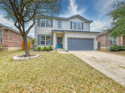 Photo for Charming family friendly home, enclosed backyard & 20 miles from San Antonio!