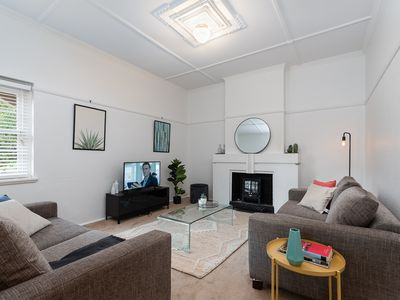 Photo for Charming Cremorne 2BR apt with lots of sun!