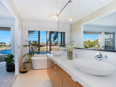 Photo for BROADBEACH - Elegant Island Home - Pool & Pontoon